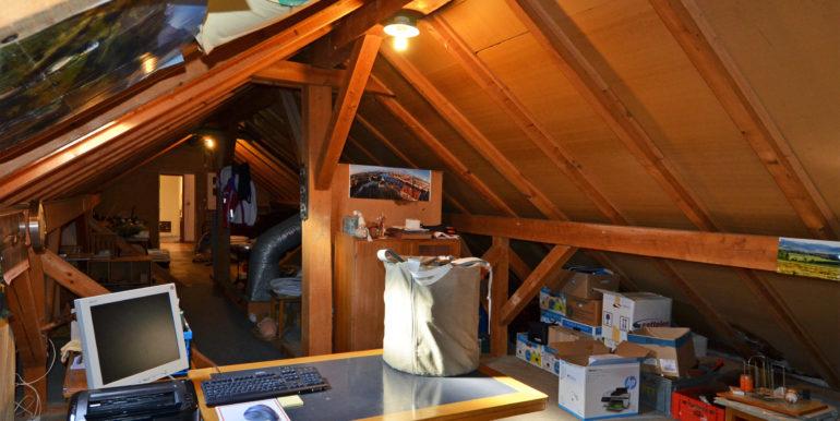 16 Wohnung Dachzimmer