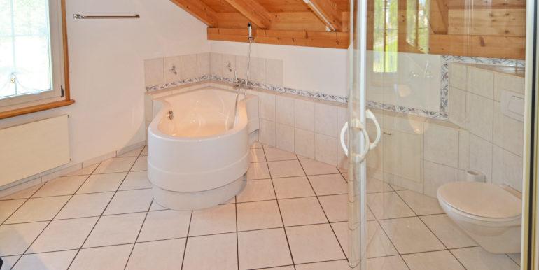 32-Badezimmer