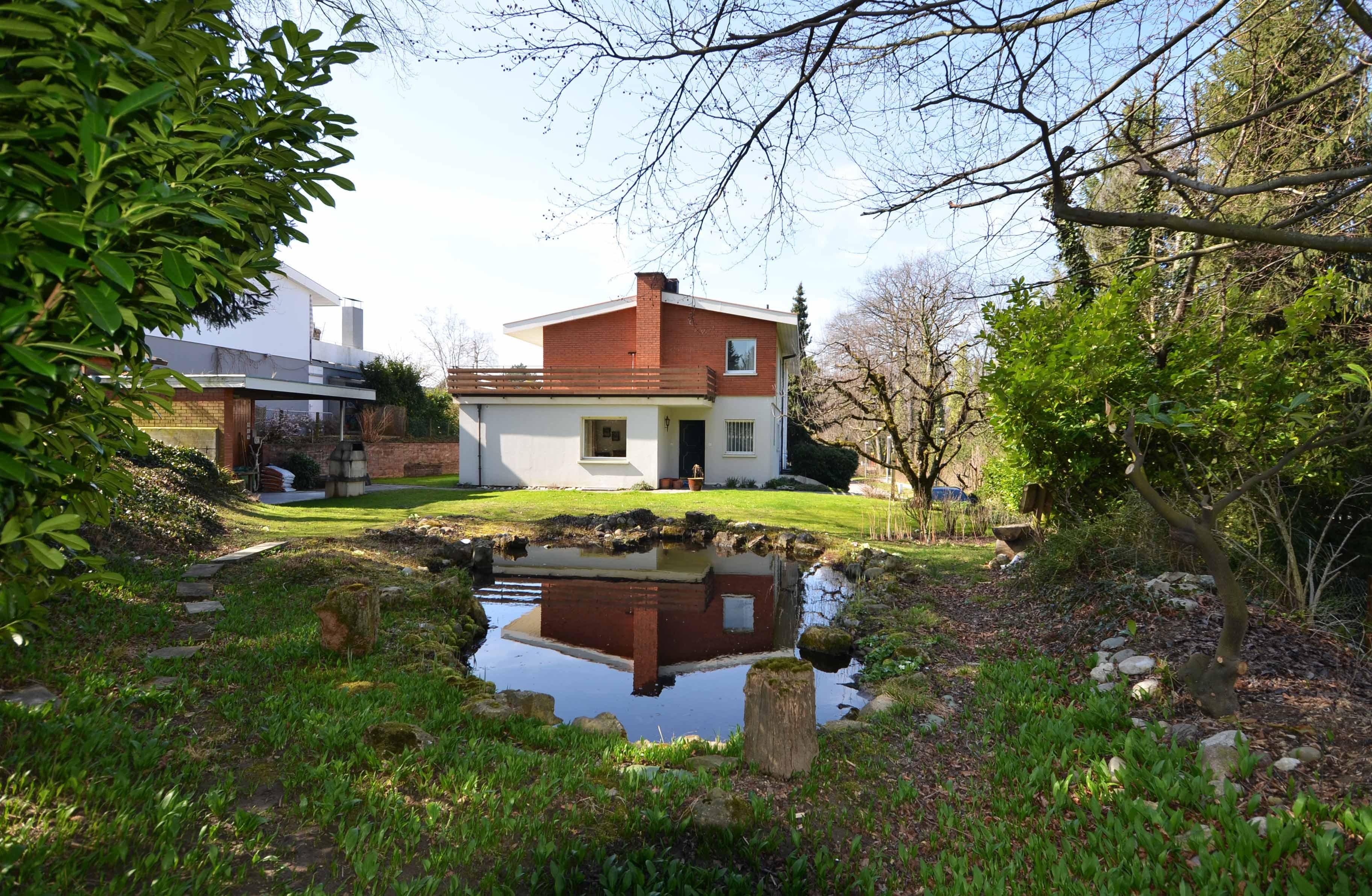 5-Zimmer-Doppelhaus-Hälfte an Privatstrasse in Bottmingen