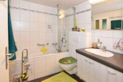 47-Erdgeschoss-Badezimmer