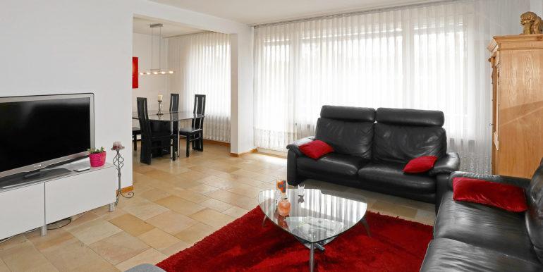 a Wohnzimmer 1